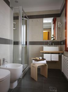 A bathroom at Hotel Paris
