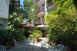 A porch or other outdoor area at Hotel La Pergola