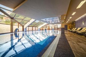 The swimming pool at or close to DoubleTree by Hilton Hotel Sighisoara - Cavaler