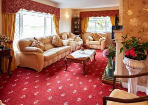 A seating area at Ballykisteen Lodge