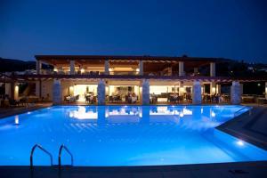 Majoituspaikassa Island Blue Hotel tai sen lähellä sijaitseva uima-allas