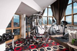 The fitness center and/or fitness facilities at Leonardo Hotel Vienna