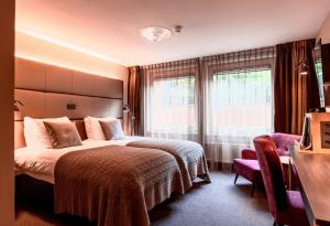 A bed or beds in a room at Malie Hotel Utrecht