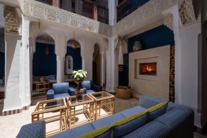 A seating area at Riad Les Yeux Bleus