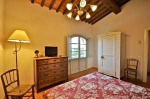 A television and/or entertainment center at Agriturismo San Rocco