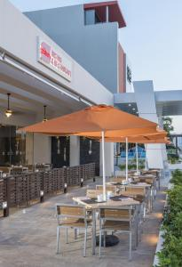 A restaurant or other place to eat at Four Points by Sheraton Cancun Centro