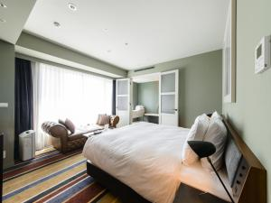A bed or beds in a room at Shinjuku Granbell Hotel