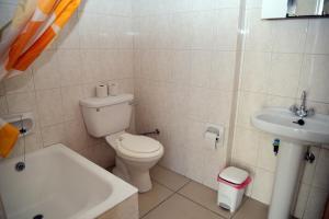 Ванная комната в Tsolakis Flats