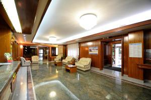 Hall o reception di Grand Hotel delle Rocche