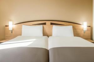 Кровать или кровати в номере ibis Chesterfield Centre – Market Town