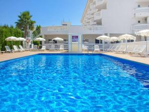 The swimming pool at or near Hotel Servigroup Romana
