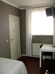 Кровать или кровати в номере Avalon Hotel