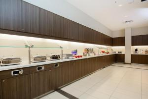 A kitchen or kitchenette at Residence Inn by Marriott San Jose Airport