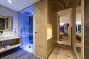A bathroom at Parc Hotel Du Lac