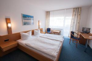 Кровать или кровати в номере Gasthaus Hotel Pfeifferling