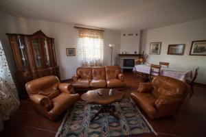 A seating area at La Casetta di Lina