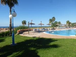 The swimming pool at or near Apartamentos Mar Blau