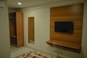 Телевизор и/или развлекательный центр в Aquarena Hotel