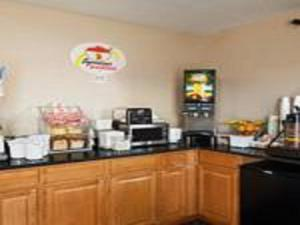 A restaurant or other place to eat at Super 8 by Wyndham Oneida Verona