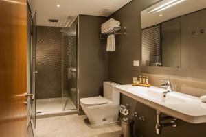A bathroom at Solace Hotel Santiago