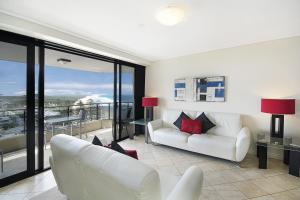 A seating area at Clubb Coolum Beach Resort