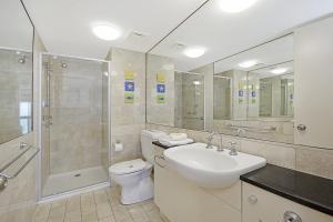 A bathroom at Clubb Coolum Beach Resort