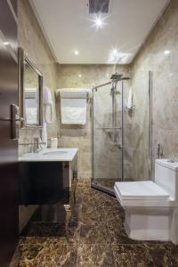 Um banheiro em Burj Alhayah Hotel Suites Alfalah