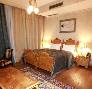 A bed or beds in a room at Vinotel Boutique Hotel
