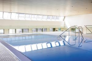 The swimming pool at or near Novotel Nuernberg Centre Ville
