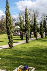 A garden outside Best Western Plus West Retford Hotel