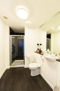 A bathroom at Dream Apartments Dundee