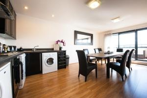 A kitchen or kitchenette at Dream Apartments Dundee