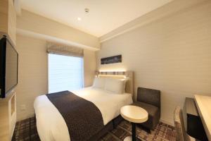 Tempat tidur dalam kamar di Hotel Sunroute Ginza