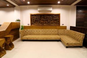 A seating area at Sabai Hotel & Hostel