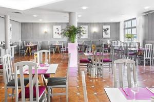 Een restaurant of ander eetgelegenheid bij Elba Castillo San Jorge & Antigua Suite Hotel