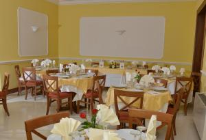 A restaurant or other place to eat at Hotel Reale