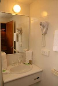 Ванная комната в Countryman Motor Inn