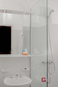A bathroom at Grand Hotel