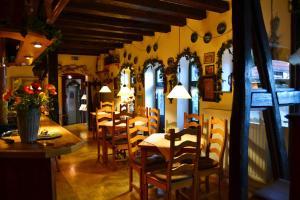 Ein Restaurant oder anderes Speiselokal in der Unterkunft Hotel Brauhaus Weyhausen