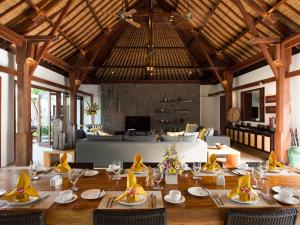 A restaurant or other place to eat at Villa Lilibel