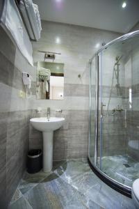Ванная комната в Tbilisi Inn