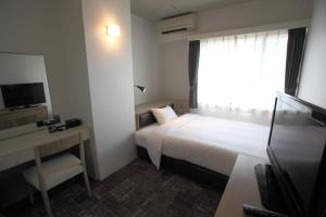 A bed or beds in a room at Hotel Emerald Isle Ishigakijima