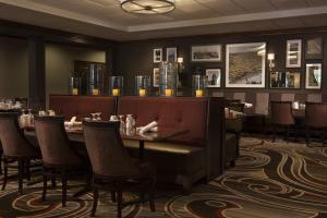 A restaurant or other place to eat at Sheraton Omaha