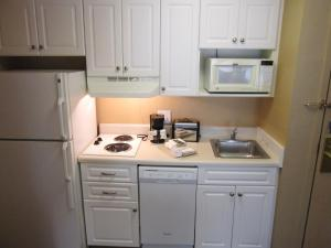 A kitchen or kitchenette at Extended Stay America Suites - Orlando - Lake Buena Vista