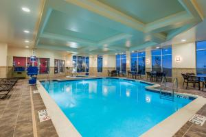 The swimming pool at or close to Hilton Garden Inn Wayne