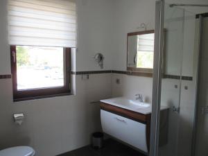 Ein Badezimmer in der Unterkunft Ferienwohnung im Herzen von Peitz