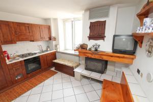 A kitchen or kitchenette at B&B Località Manzoniane