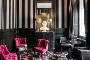 Een zitgedeelte bij La Maison du Champlain - Chambres d'hôtes