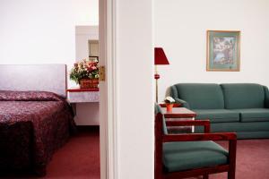 Гостиная зона в Country Club Inn