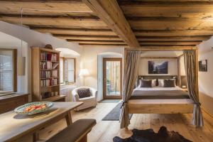A seating area at Hallstatt Hideaway - Adults only